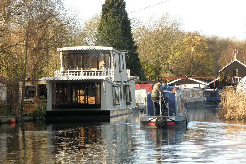 Some canal boats can be sold VAT free
