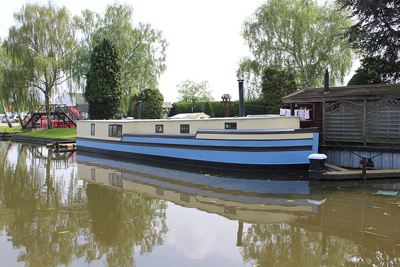 A house boat is VAT free as there is no engine installed