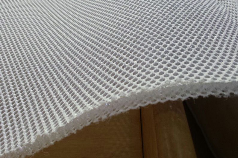 Under mattress underlay with micro springs to increase ventilation on a narrowboat bed