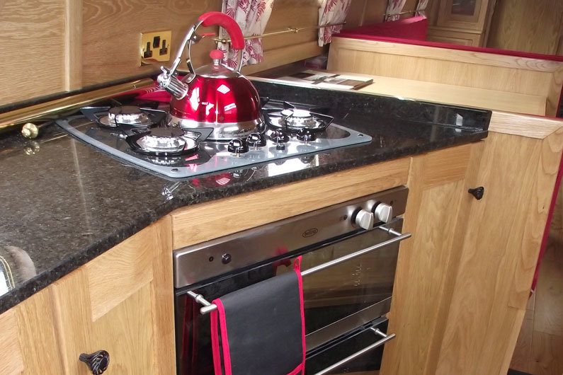 Narrowboat gas hob with oven and grill