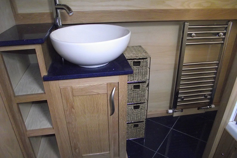 A narrowboat sink can be in any size or shape for the bathroom