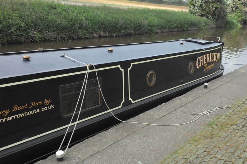 A centre line is used for temporarily securing a narrowboat