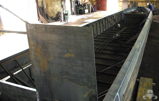 Hull fabrication on a new widebeam canal boat