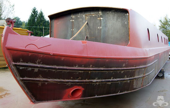 Red oxide application on a new widebeam canal boat
