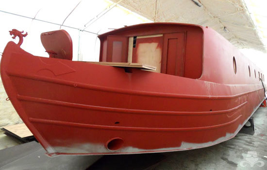 Red oxide application on a new widebeam canal boat 04