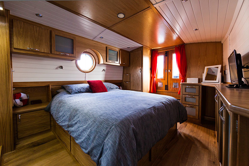 A new fully fitted widebeam canal boat - master bedroom