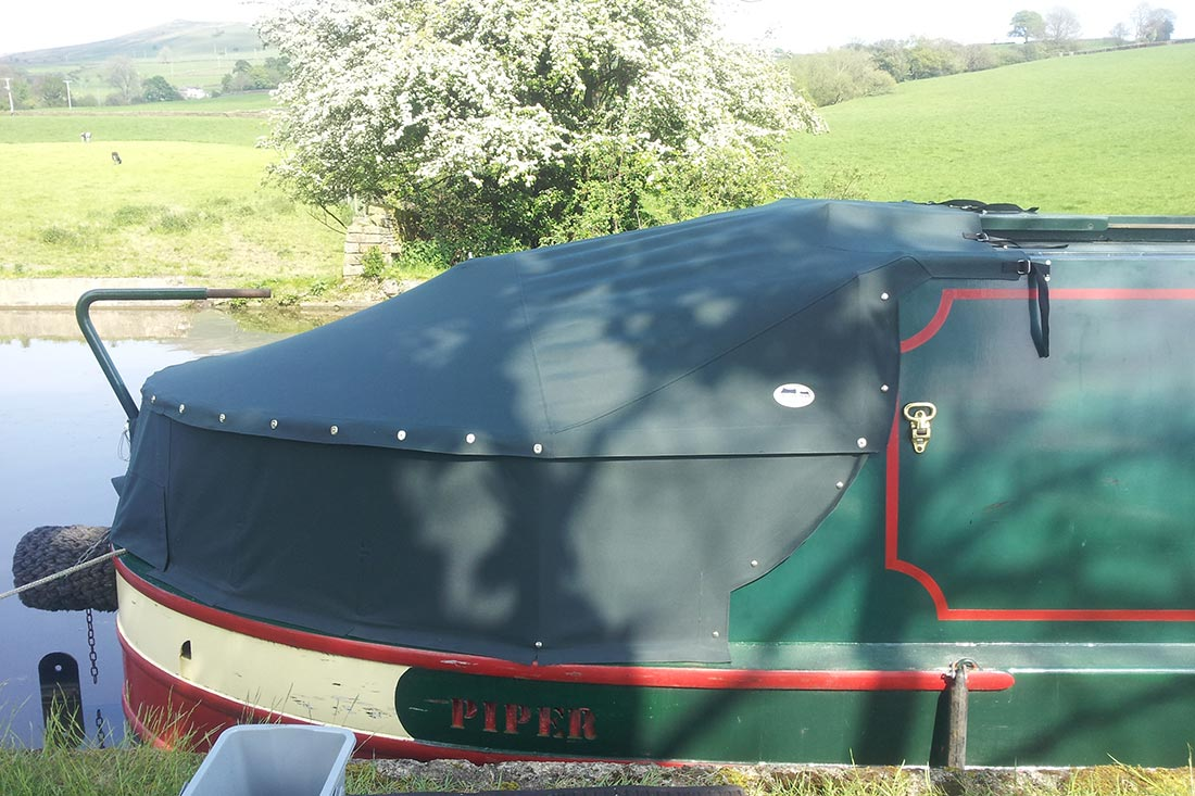 Cruiser tonneau cover on a narrowboat